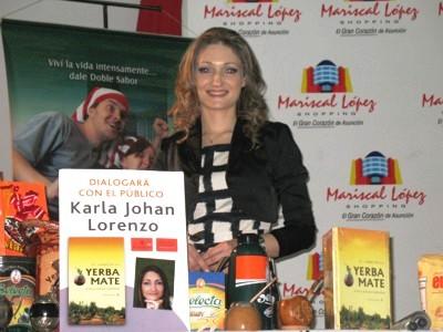 Karla Lorenzo presenta el 'Libro de la Yerba Mate' en Asunción, Paraguay.