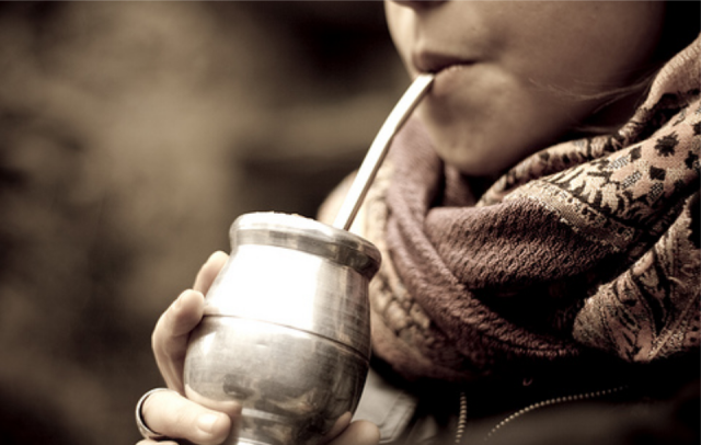 minimizar contagios a traves de yerba mate tomar beber